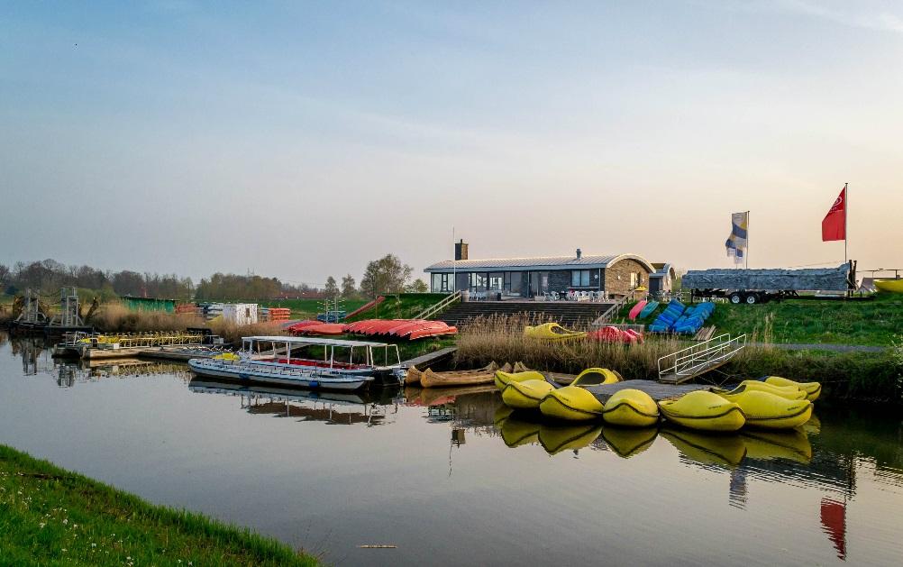 Startplaats rondvaarten en activiteiten bij het Panorama Paviljoen in Hattem